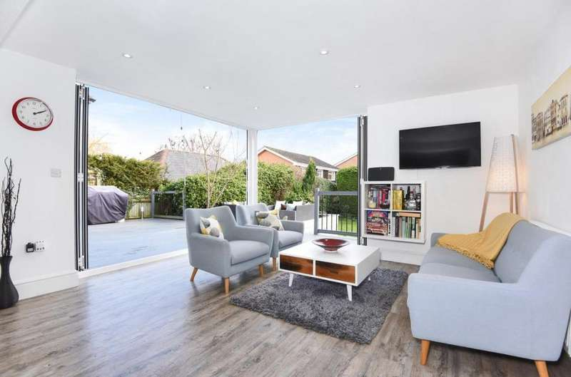 4 Bedrooms Detached House for sale in Forest Road, Binfield, RG42
