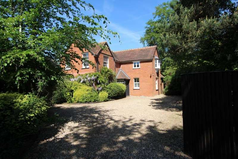 4 Bedrooms Detached House for sale in Finchampstead, Wokingham, RG40