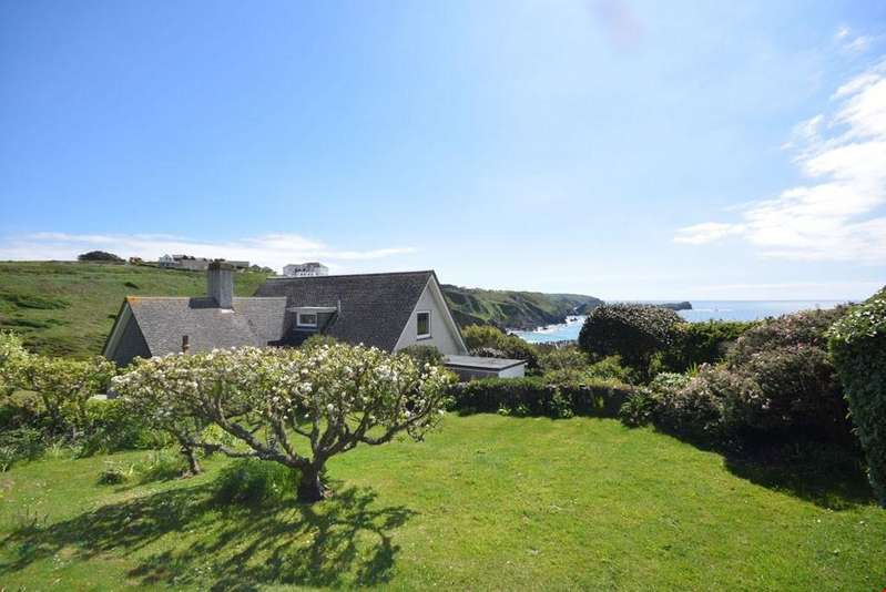 3 Bedrooms Detached House for sale in Mullion, Nr. Helston, Cornwall, TR12