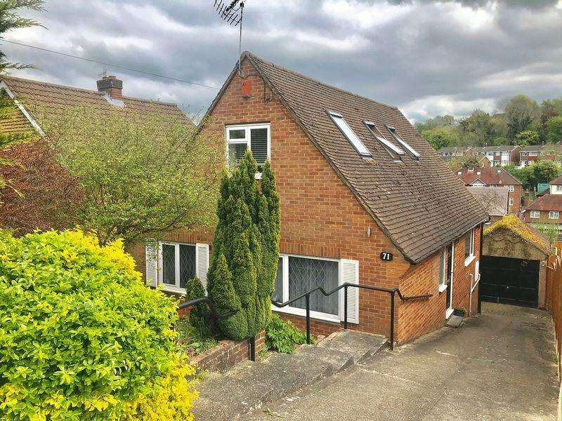 4 Bedrooms Detached House for sale in Whitelands Road, High Wycombe