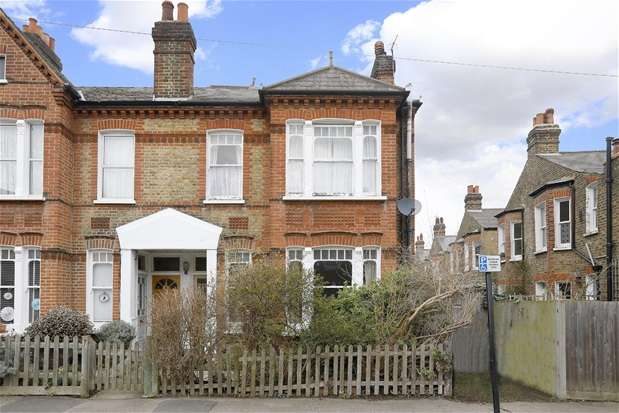 3 Bedrooms Maisonette Flat for sale in Dalkeith Road, Dulwich