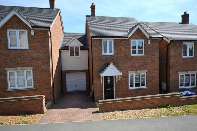4 Bedrooms Detached House for sale in Hayes Road, Deanshanger, Milton Keynes, MK19