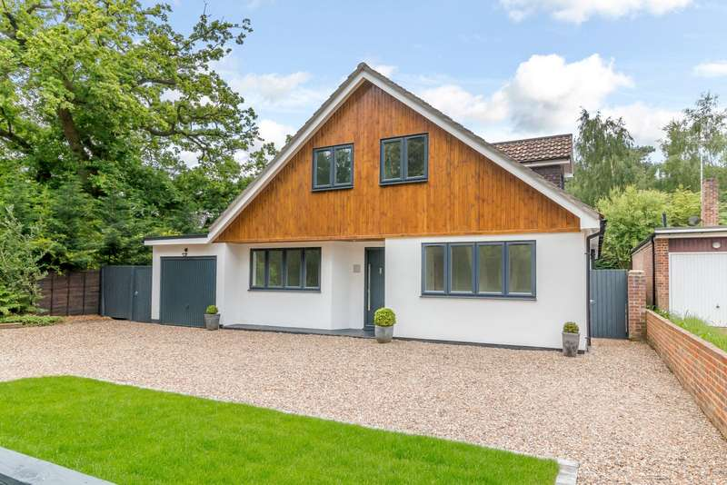 5 Bedrooms Detached House for sale in Woodham Waye, Woodham, Surrey, GU21