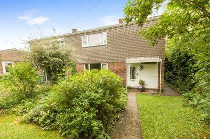 3 Bedrooms Terraced House for sale in Roxwell Path, Aylesbury, Bucks, England
