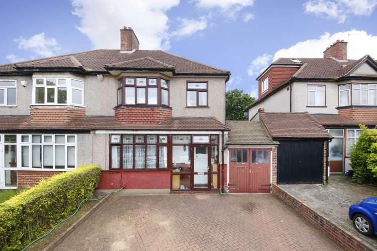 3 Bedrooms End Of Terrace House for sale in Horncastle Road London SE12