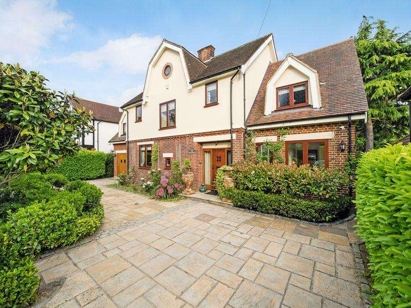 6 Bedrooms Detached House for sale in Parkway, Romford
