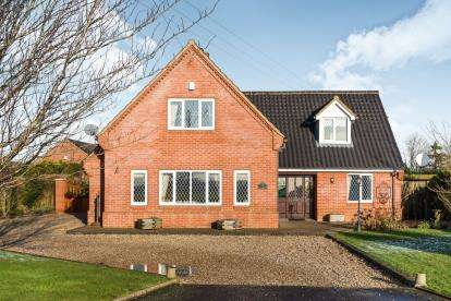4 Bedrooms Detached House for sale in Wicklewood, Wymondham, Norfolk