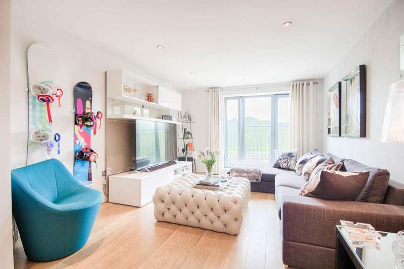 2 Bedrooms Apartment Flat for sale in The Waterfront, Hertford