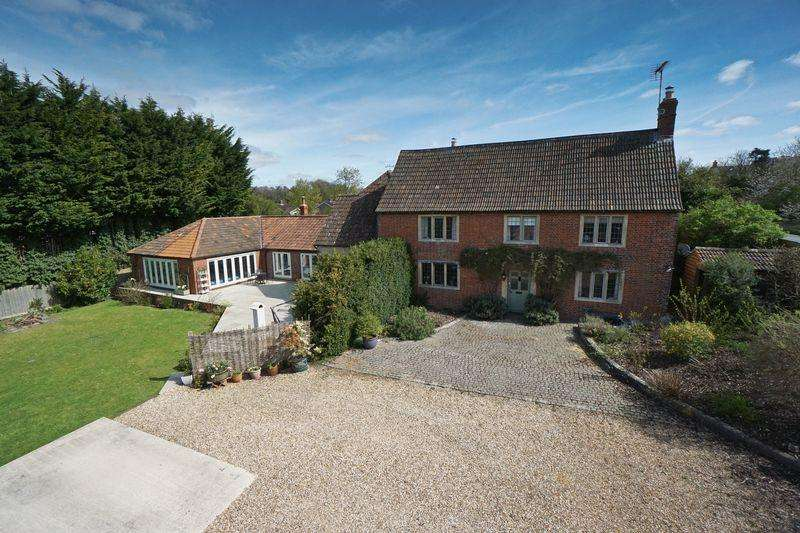 5 Bedrooms Detached House for sale in Main Road, Cherhill, Calne