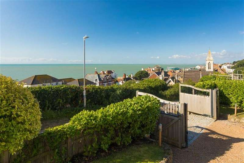 5 Bedrooms Detached House for sale in Vicarage Road, Sandgate, Folkestone, Kent, CT20