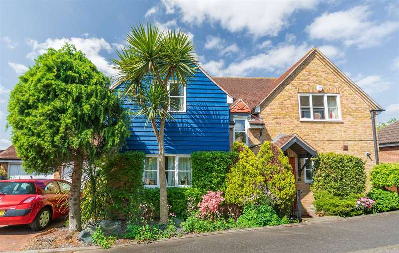 3 Bedrooms Detached House for sale in Henry De Grey Close, Meesons Lane