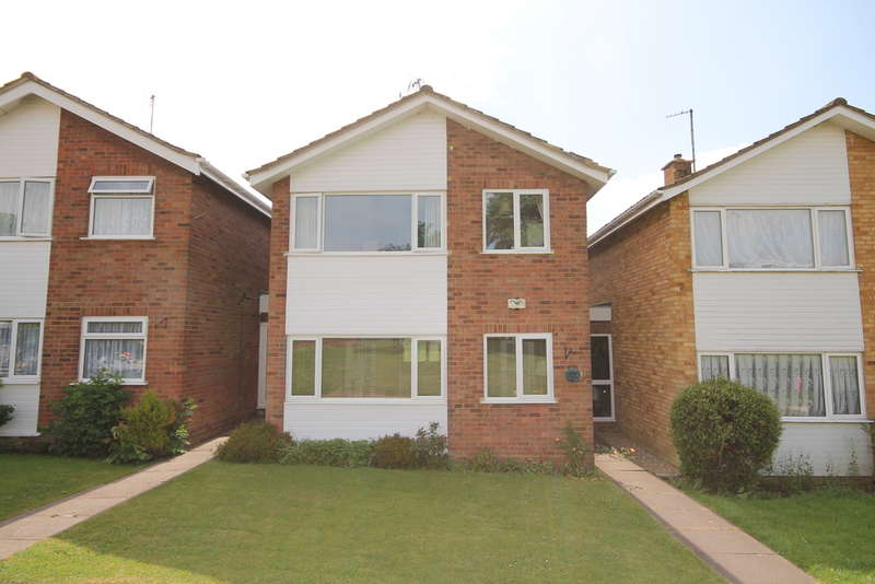 3 Bedrooms Detached House for sale in Reynolds Close, Manton Heights, Bedford, MK41