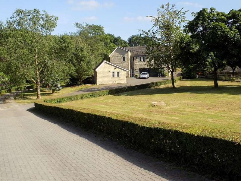 6 Bedrooms Detached House for sale in Station Road, Furness Vale