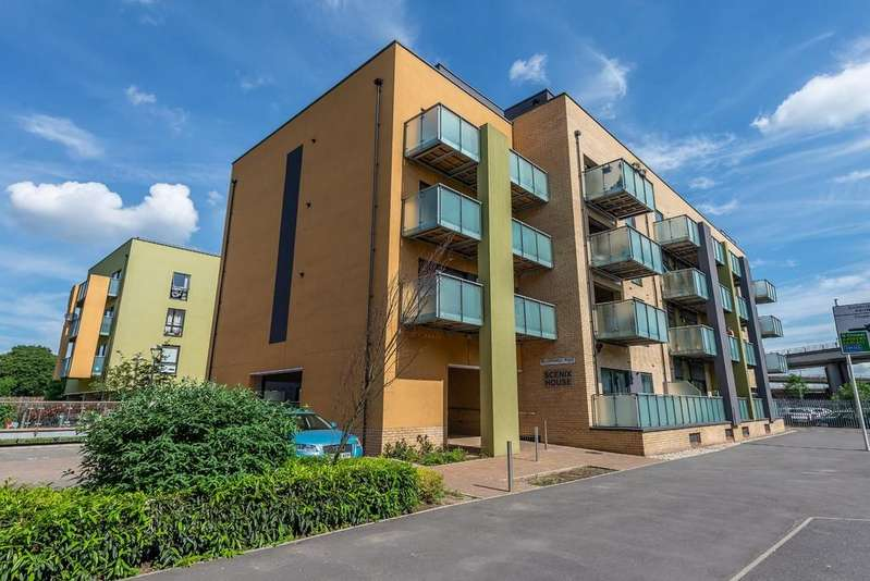 2 Bedrooms Flat for sale in Scenix House, South Woodford