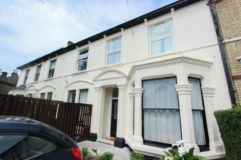 2 Bedrooms Ground Flat for sale in Hampton Road, Forest Gate, London E7