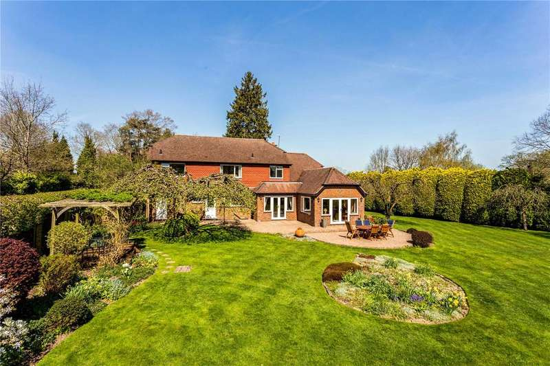 4 Bedrooms Detached House for sale in Horley Lodge Lane, Redhill, RH1