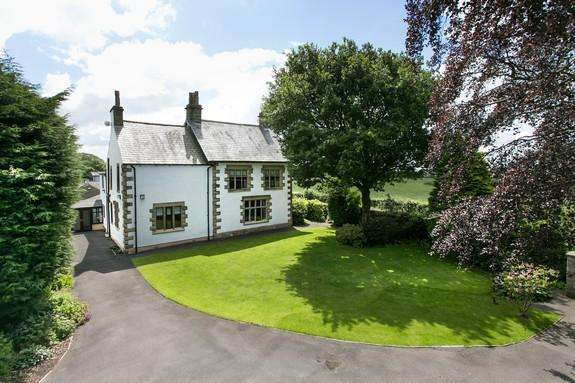 4 Bedrooms Detached House for sale in Clitheroe Road, Dutton PR3