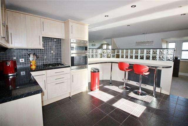 3 Bedrooms Penthouse Flat for sale in Eckington Mews , Mosborough, Sheffield, S20 5ER