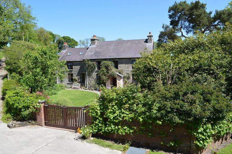 4 Bedrooms Land Commercial for sale in Penfedw , Brongest, Newcastle Emlyn, Ceredigion. SA38 9ES