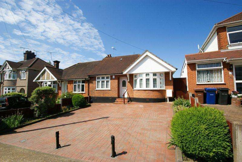 3 Bedrooms Semi Detached Bungalow for sale in Grays