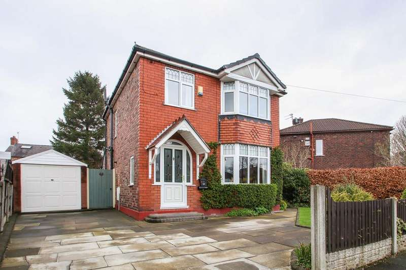 3 Bedrooms Detached House for sale in Overdale Crescent, Urmston, Manchester, M41