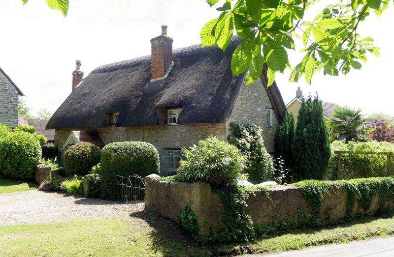4 Bedrooms Detached House for sale in Little Milton, Oxfordshire