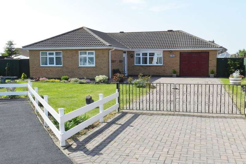 3 Bedrooms Detached Bungalow for sale in William Tow Close, Sutton-On-Sea, Mablethorpe, LN12
