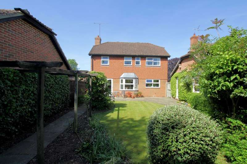 4 Bedrooms Detached House for sale in Elyham, Purley On Thames, Reading, RG8