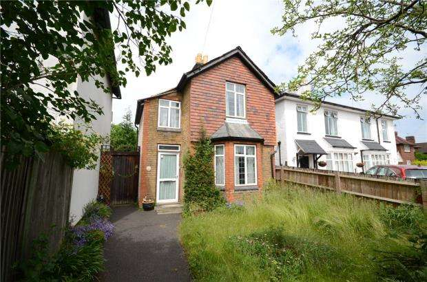 3 Bedrooms Detached House for sale in Britwell Road, Burnham, Slough