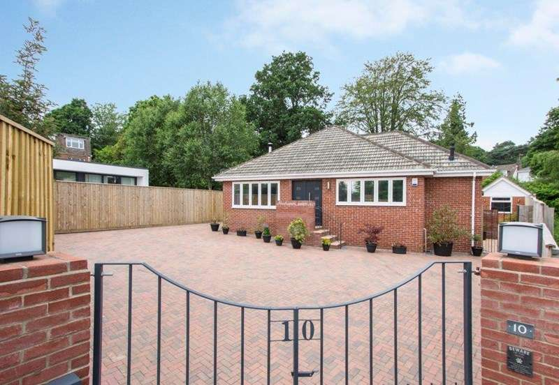 4 Bedrooms Bungalow for sale in Gervis Crescent, Lower Parkstone, Poole