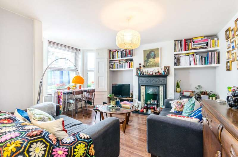 2 Bedrooms Maisonette Flat for sale in Lyndhurst Way, Peckham Rye, SE15