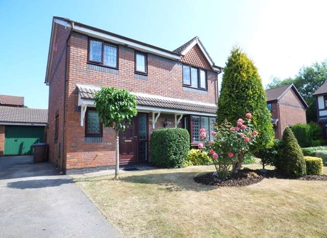 4 Bedrooms Detached House for sale in Cam Wood Fold, Clayton-le-Woods, PR6