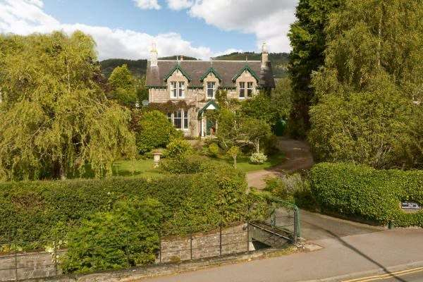 4 Bedrooms Detached House for sale in Dail Na Coille, 21 West Moulin Road, Pitlochry, Perthshire, PH16