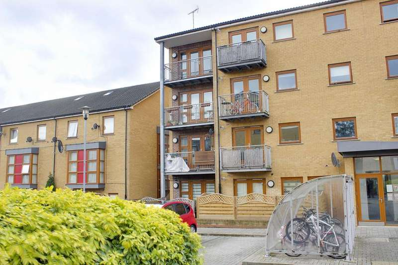 2 Bedrooms Flat for sale in George Downing Estate, London, N16