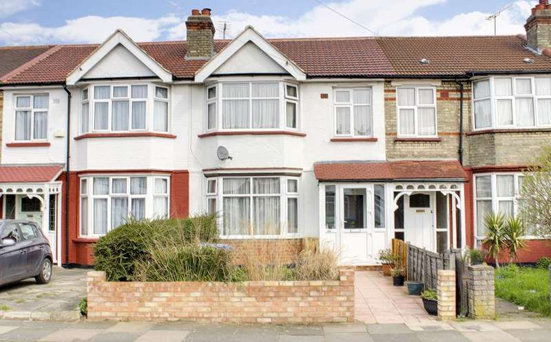 3 Bedrooms Property for sale in Dorchester Avenue, Palmers Green, London, N13