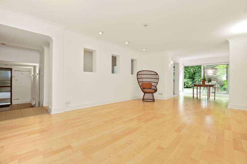 4 Bedrooms Flat for sale in Broadhurst Gardens, South Hampstead, London, NW6