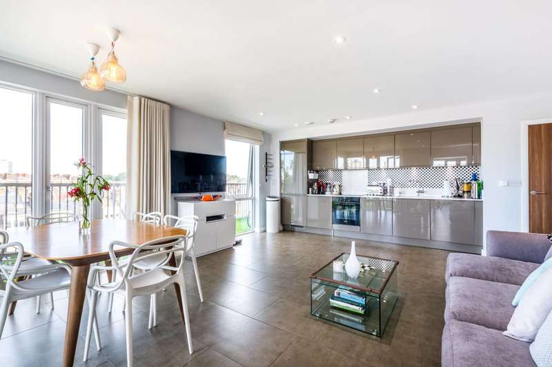 3 Bedrooms Penthouse Flat for sale in Rutherford House, Battersea Park, SW11