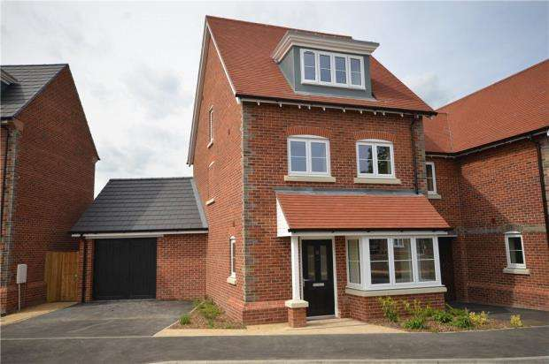 3 Bedrooms End Of Terrace House for sale in The Brambles, Basingstoke Road, Spencers Wood