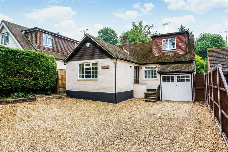 4 Bedrooms Detached House for sale in Oaklands Lane, Crowthorne