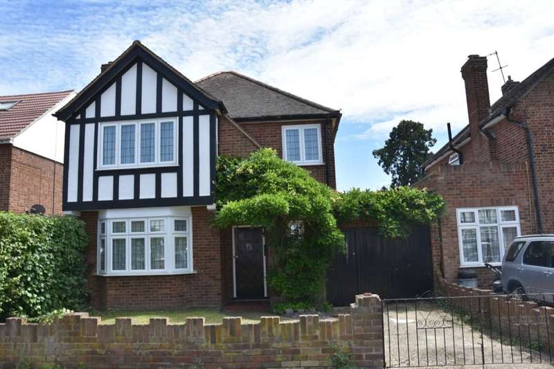 3 Bedrooms Detached House for sale in Malvern Drive, Hanworth, TW13
