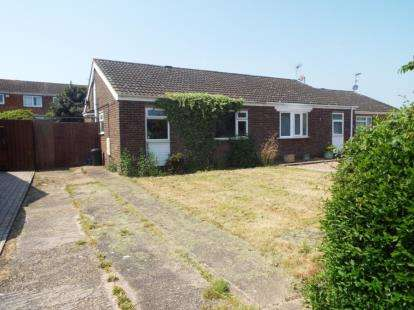 2 Bedrooms Bungalow for sale in Eastfield Drive, Hanslope, Milton Keynes, Bucks