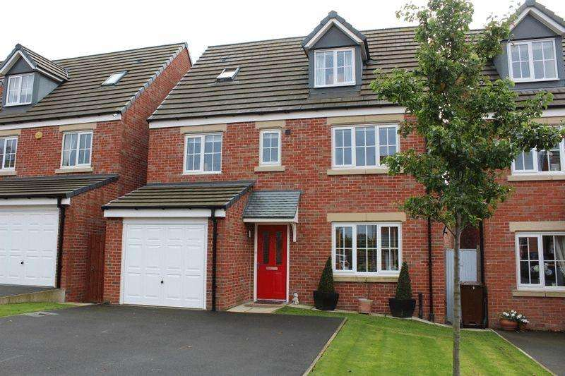 5 Bedrooms Detached House for sale in Holme Farm Way, Carleton, Pontefract