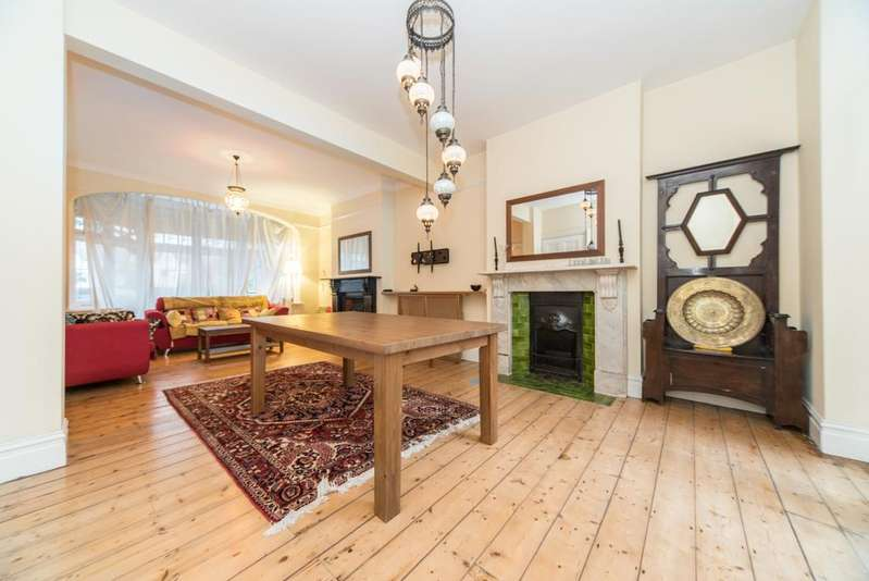 5 Bedrooms House for sale in Highlands Avenue, Acton