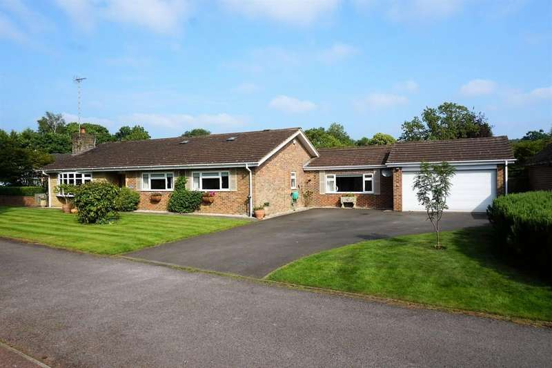 3 Bedrooms Detached Bungalow for sale in Redwood Grove, Chilworth, Guildford GU4 8NU