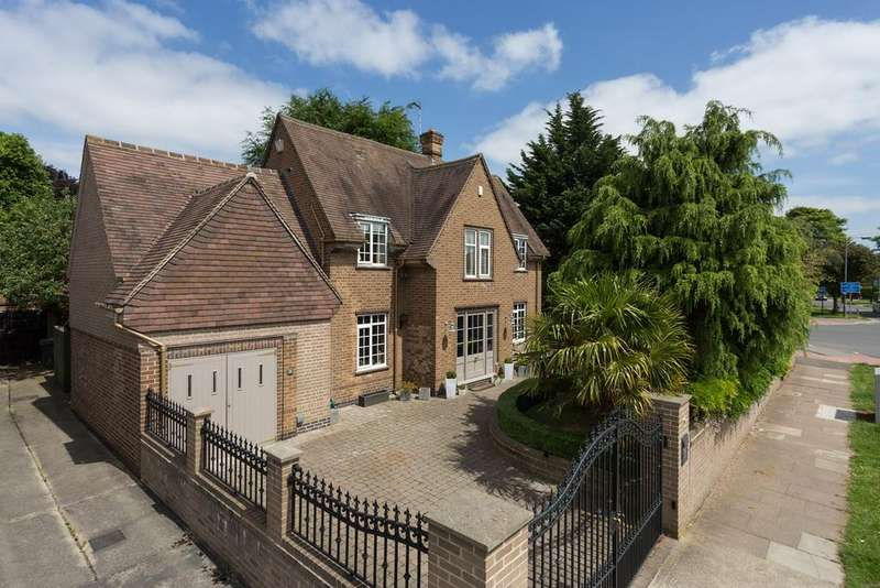 4 Bedrooms Detached House for sale in Broadway West, Fulford, York, YO10