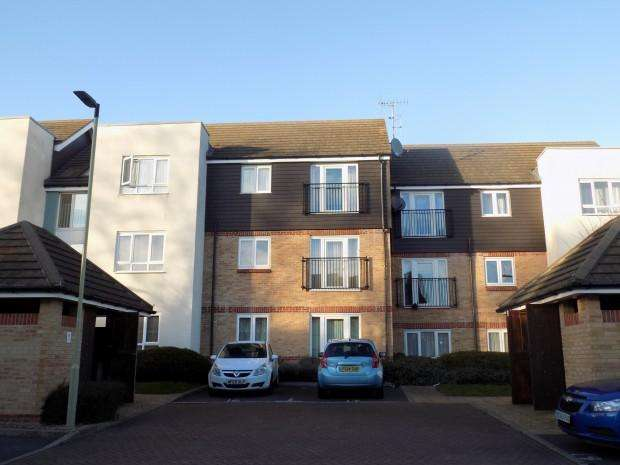 2 Bedrooms Apartment Flat for sale in Thornhill Court, Maplin Park, Langley, SL3