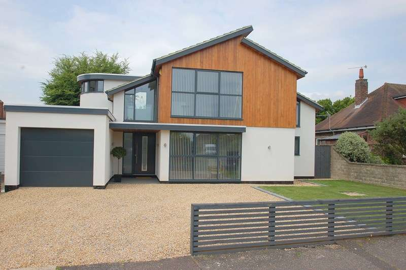 4 Bedrooms Detached House for sale in Rectory Close, Alverstoke, Gosport