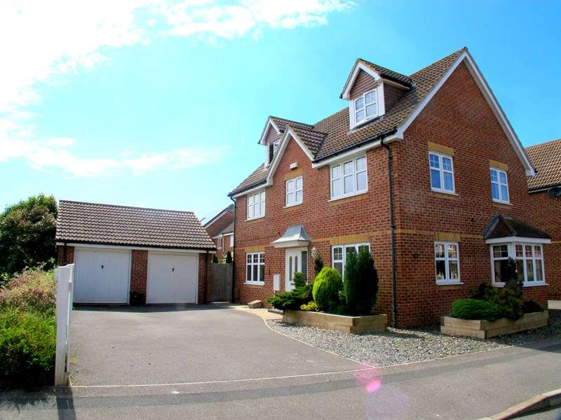 5 Bedrooms Detached House for sale in Proctor Drive, Lee-On-The-Solent