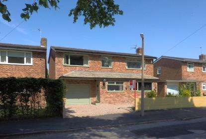 4 Bedrooms Detached House for sale in Oakfield Road, Alderley Edge, Cheshire