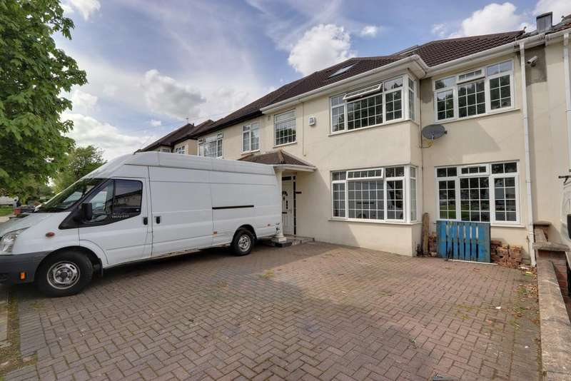 5 Bedrooms Semi Detached House for sale in Fern Lane, Heston TW5